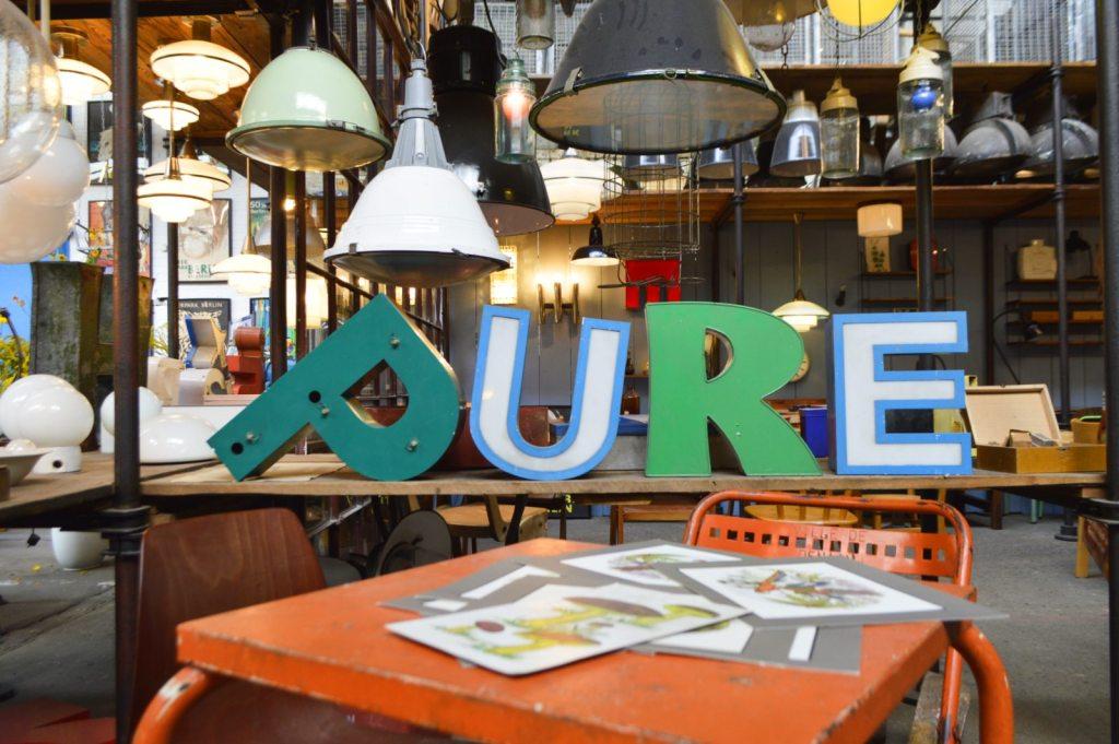 Flea Market Hall Berlin Treptow - bekitschig.blog - vintage industrial lamps