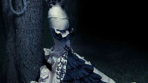 Sorta Goth/Vintage Gown*This is kind of how I will want my gown to be. #gothicbeauty