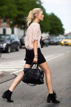 Love this bit of fluff!  And the fringed boots too! | modeandmaison.wor…