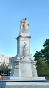 Civil War Sailor's Monument (Grief crying on the shoulder of History)