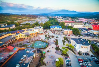 Pigeon Forge during the day.