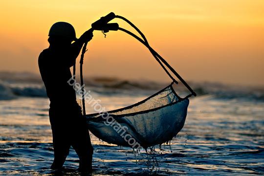 foto siluet nelayan