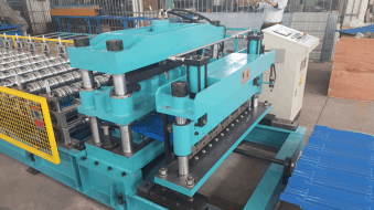 Punch and cutting device of metal roof tile machine