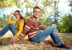 fiatal pár a fűben