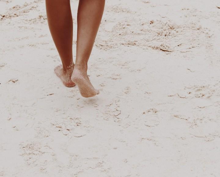 Minimalismo Walk Beach Feet