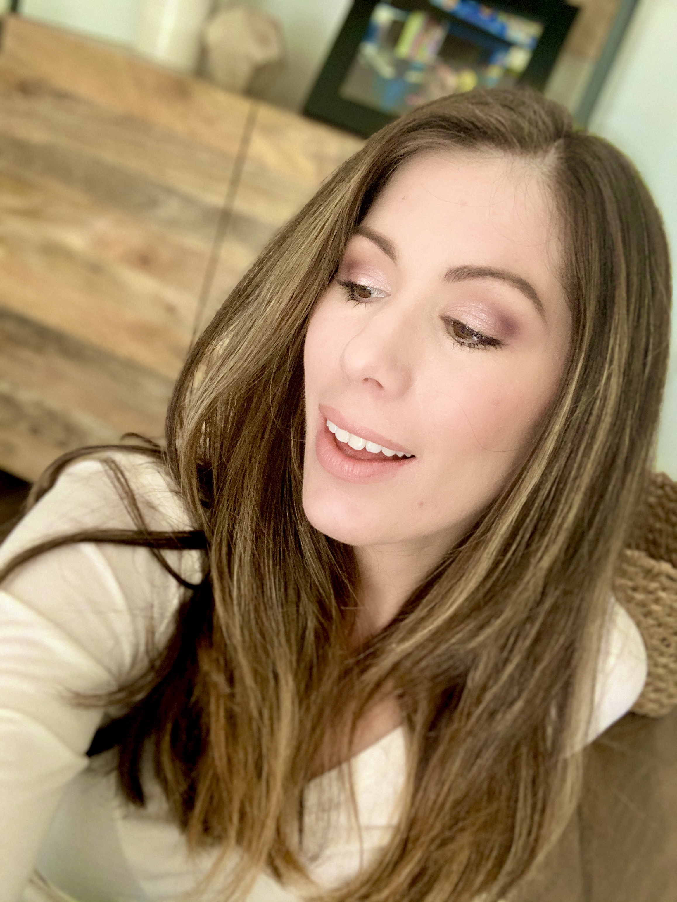 Houston lifestyle blogger Maria Munoz in tutorial for eyeshadow for brown eyes