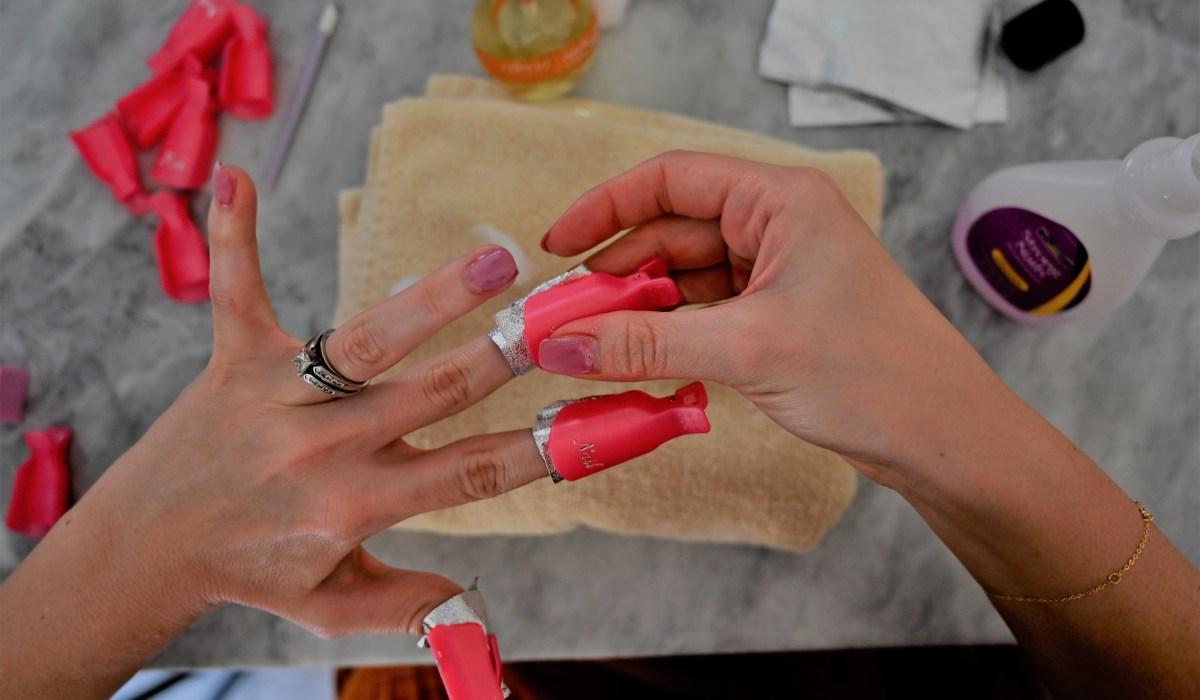 Remove gel nails