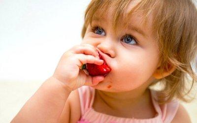 Com podem fer per què els nens mengin fruita?