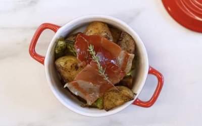 Cassoleta amb patates i pernil per aprofitar els espàrrecs de temporada
