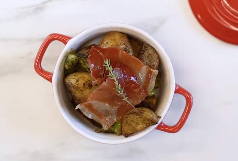 Cassoleta de patates, pernil i espàrrecs