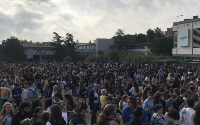 Concentració multitudinària a la UAB en contra de la sentència del procés