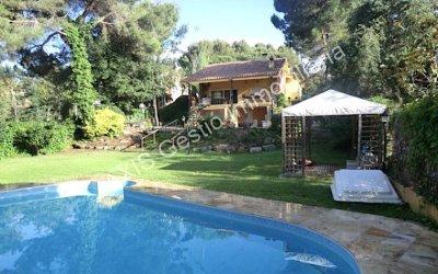 AXIS ofereix una casa de 530m2a Bellaterra en una zona tranquil·la de Can Llobet