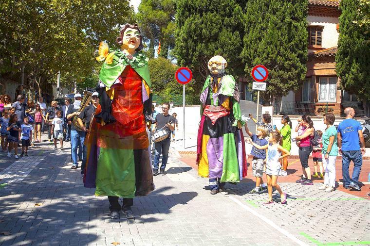 Els gegants Domènech i Martina, durant la Festa Major de 2015   Arxiu