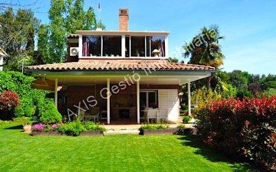 AXIS ofereix una casa a Bellaterra de 274m2en una parcel·la de 1002m2