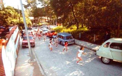 Quan els carrers sense trànsit servien per fer curses