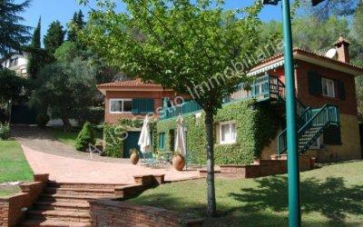 Una casa de 300 m2 amb jardí ampli i ben cuidat