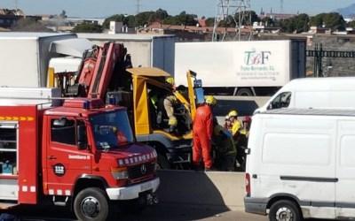 Accident amb dos camions implicats a l'AP-7 al Vallès