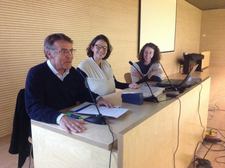 Josep Maria Riba, president de la Unió de Veïns amb Laura Camprubí i Laura Jarauta (el Risell)