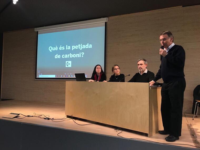 Josep Maria Riba, president de la Unió de Veïns de Bellaterra, va presentar l'acte