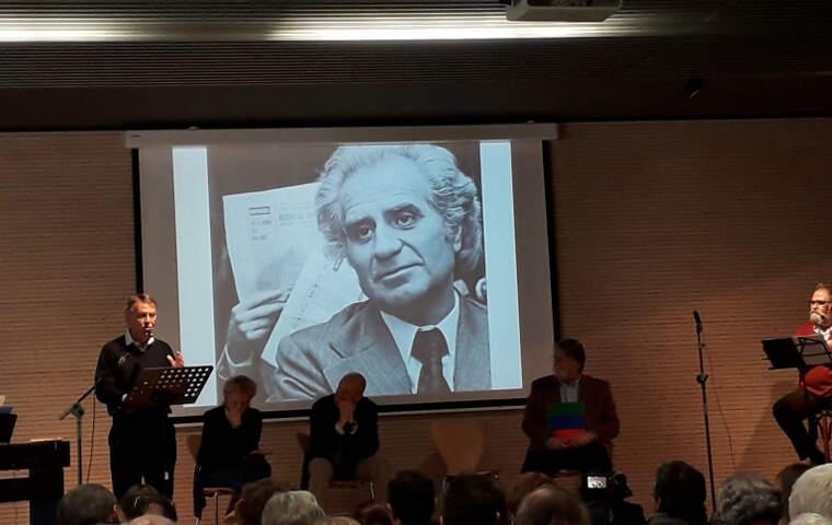 Josep Maria Riba, president de l'entitat, explica les novetats durant un acte a Bellaterra