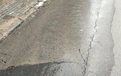 Detecten una fuita d'aigua al carrer Juan Valera