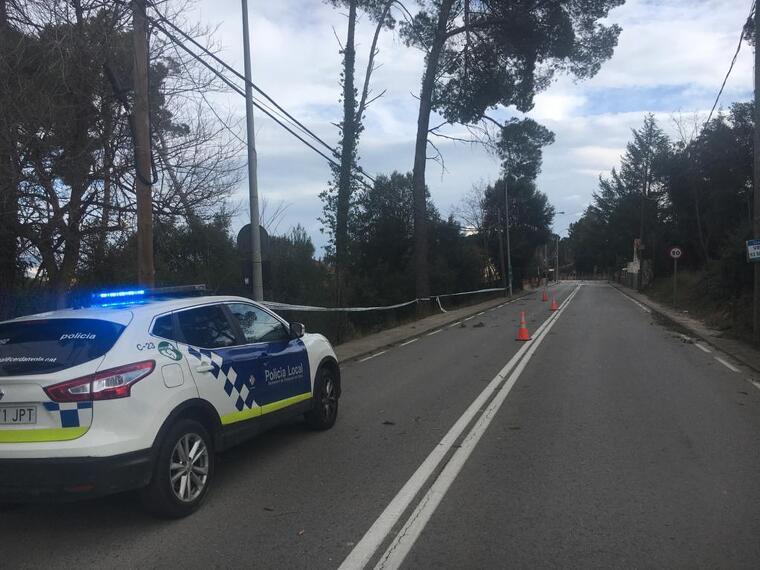 La Policia Local de Cerdanyola ha acudit per regular el trànsit