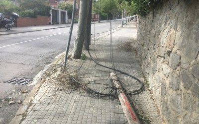 Xoc de camió talla subministrament telefònic i d'internet a part de Bellaterra
