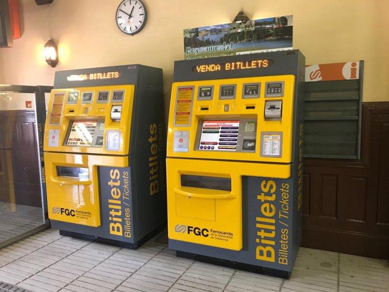 Màquines de bitllets a l'estació de Bellaterra | Toni Alfaro