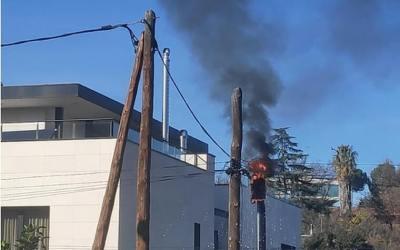 Crema l'aparell elèctric a un carrer de Bellaterra
