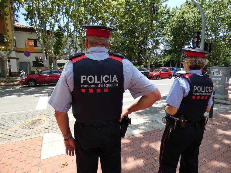 Mossos d'Esquadra a la plaça del Pi | ARXIU