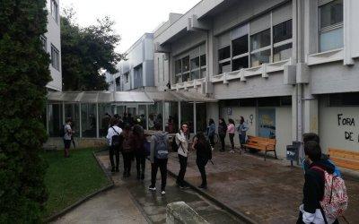 La Coordinadora d'Assemblees bloqueja el pas a la Facultat de Lletres per la sentència