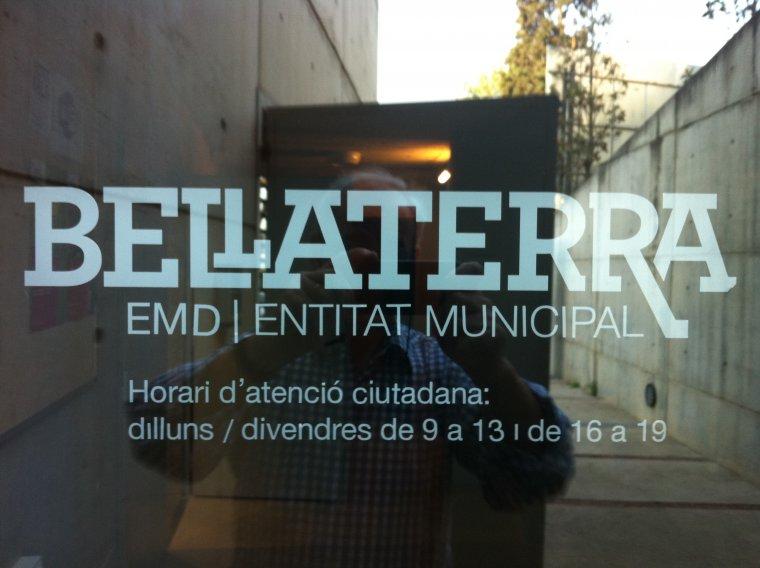Porta d'entrada a l'EMD de Bellaterra
