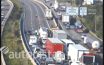 Tallada l'AP-7 entre Cerdanyola i Rubí per un accident