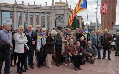 """Bellaterra es """"llença"""" a la defensa de la democràcia i de les nostres institucions"""