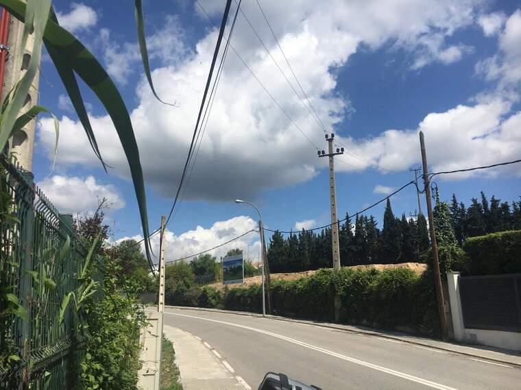 Vista del solar de les obres des de la carretera BV-1414