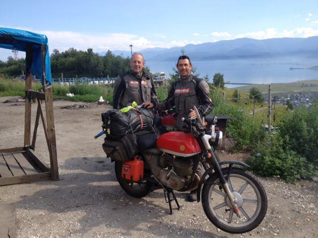 Edu Cots i Carles Humet, durant la seva aventura, al llac Baikal (Russia) | Barcelona-Tokio en Impala