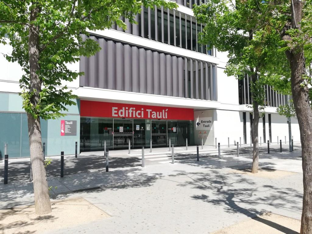 Una de les entrades al Parc Taulí de Sabadell | Toni Alfaro