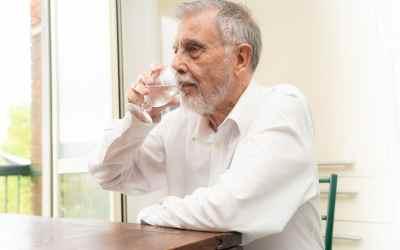 Consells per les persones grans i malalts crònics per afrontar la calor
