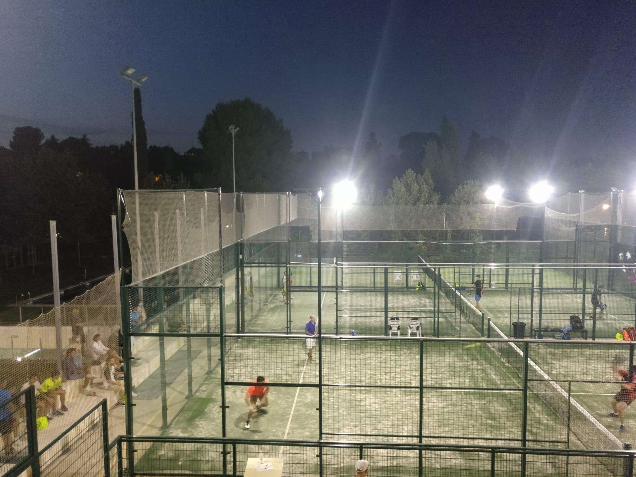 Els partits es van jugar fins a altes hores de la nit | Club Bellaterra