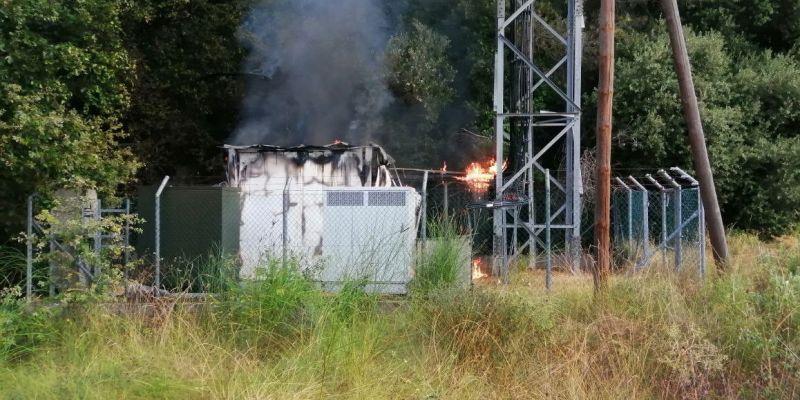 Incendi a l'estació de telefonia propera a Bellaterra | Bombers de la Generalitat