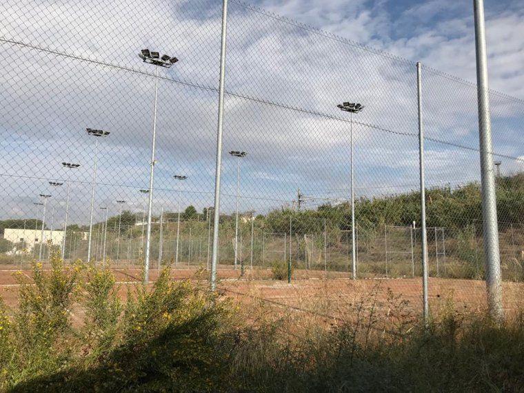 Pistes de tenis del Riu Sec en desús. | Arxiu TOT Cerdanyola