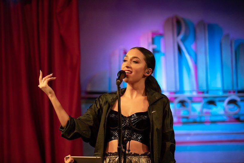 La bellaterrenca Izah, durant un concert | Facebook Izahmusic
