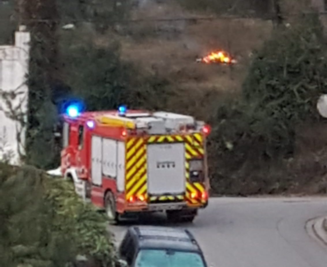 Els Bombers van acudir a investigar el foc | Cedida