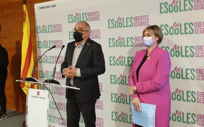 Educació i Salut confirmen que el curs acabarà amb el personal dels centres educatius vacunat
