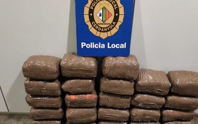 Es localitzen 161 kg de droga en una furgoneta després d'un accident a Cerdanyola