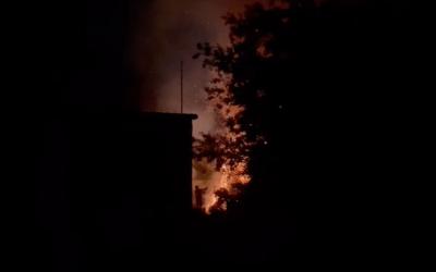 Una casa abandonada a Bellaterra crema durant la nit de Sant Joan