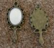 Miroir à main, vrai miroir et pierre enchassée dans le manche, bronze, 30x13mm