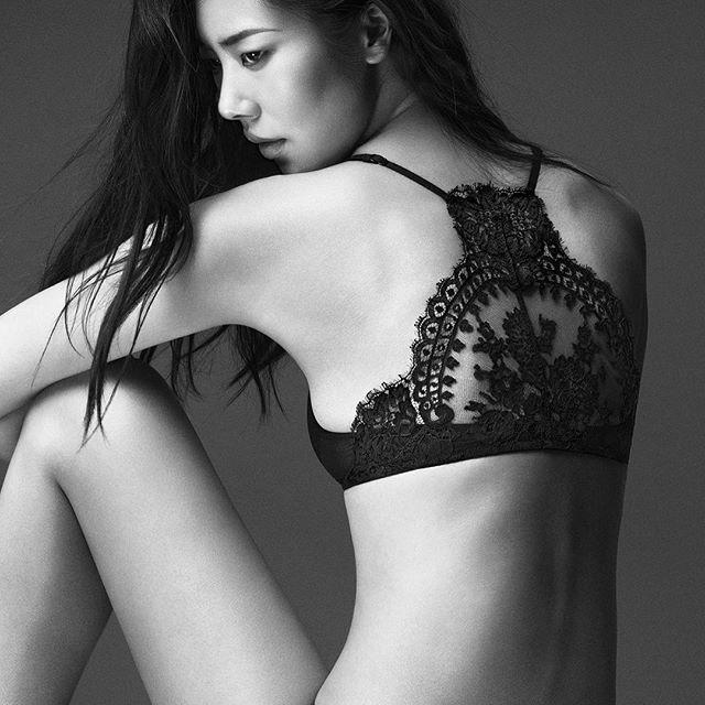 LINGERIE YES, WE LOVE. L'arte della seduzione in……eleganti trasparenze