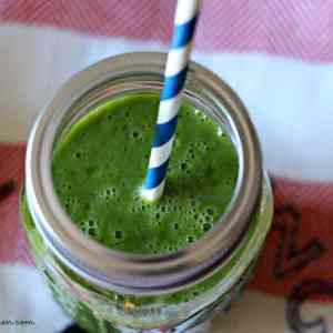 Kale Apple & Banana Smoothie | Belle of the Kitchen