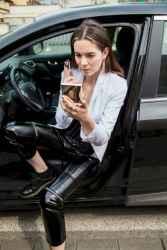 21 Cool Girls WaysTo Wear Leather Legging